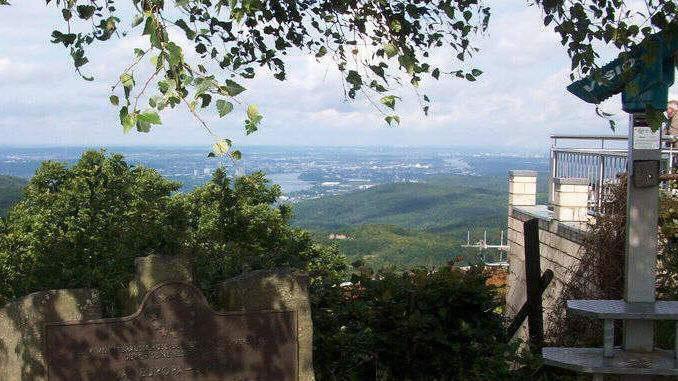 678px_oelberg_siebengebirge_vue_bonn2