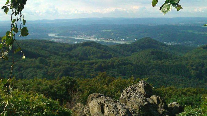 678px_oelberg_siebengebirge_vue_sud
