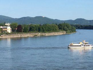 Rhin et Siebengebirge, vue de Bonn