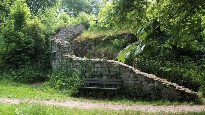 678px_rosenau_siebengebirge_ruine_medievale2