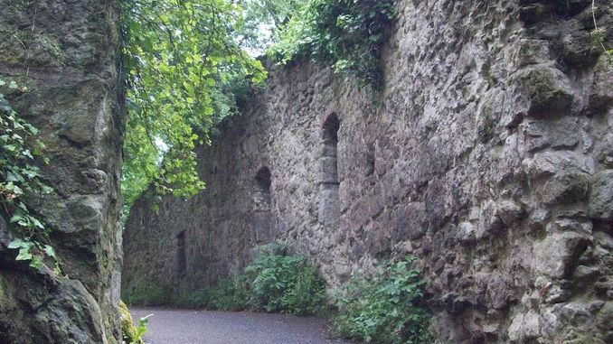 678px_drachenfels_ruine_versledonjon